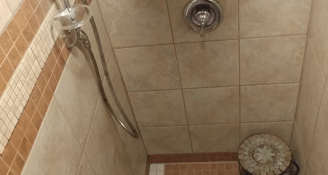 La Typique Aux Vents - Grande douche de 6 pieds